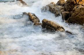 Rocas y espuma